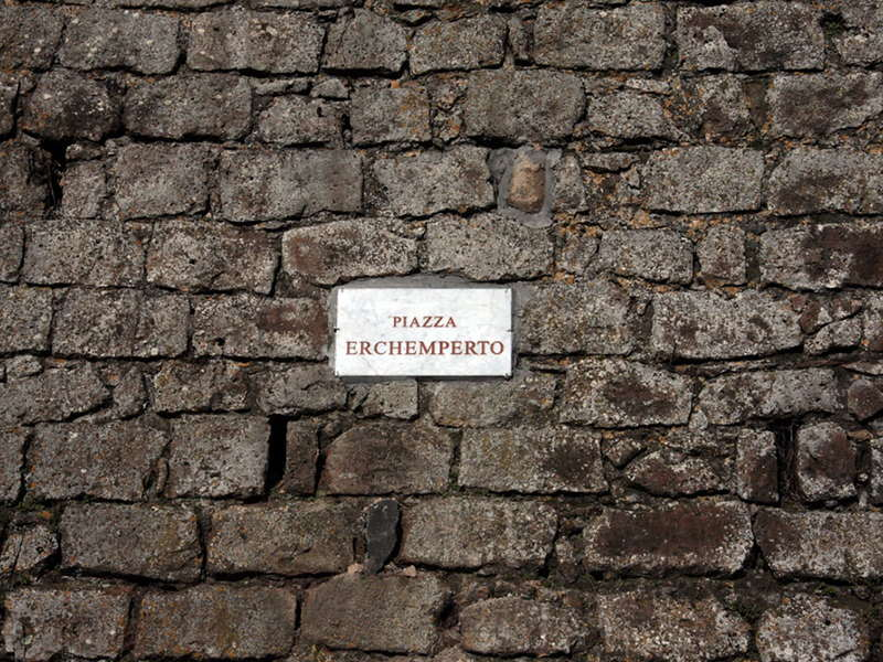 Piazza Erchemperto