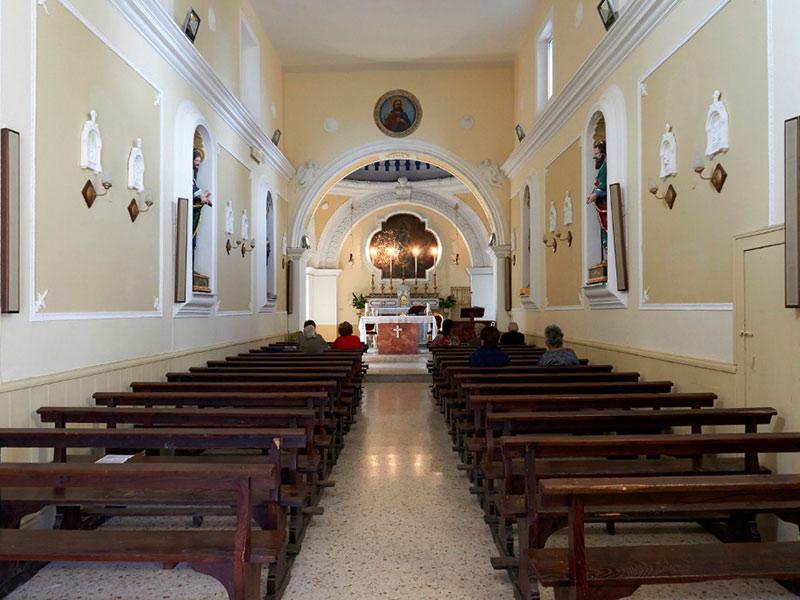 Interni chiesa Santi Filippo e Giacomo - Vezzara