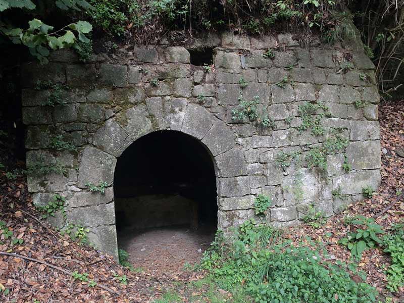 L'ingresso di uno dei mulini ad acqua di Conca delle Campania - Foto Domenico Feola