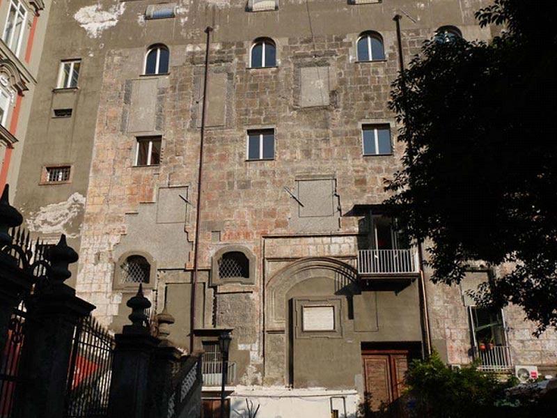 Palazzo Conca in Via Bellini, a Napoli
