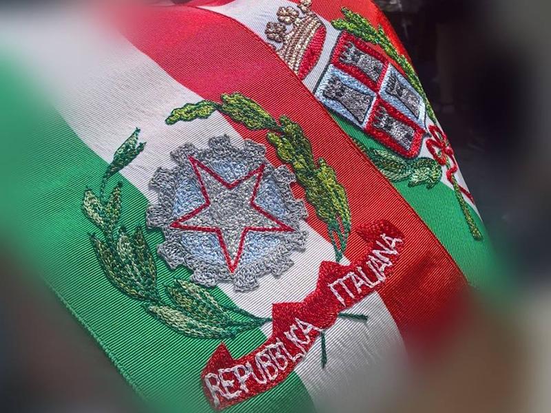 Fascia tricolore del Sindaco di Conca della Campania (Foto Paolo Di Salvo)