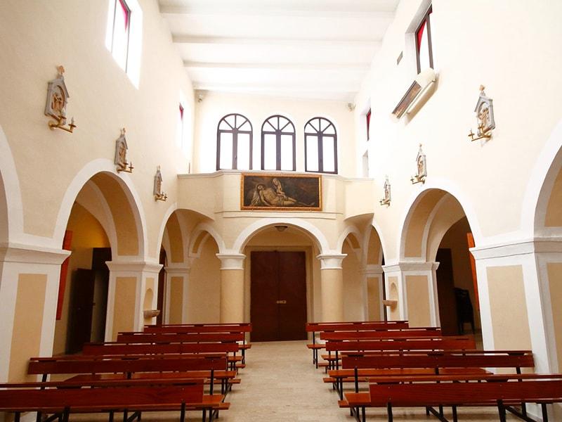 Ingresso e cantoria della chiesa di San Pietro Apostolo