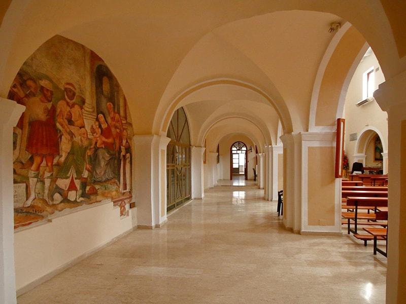 Navata sinistra della chiesa di San Pietro Apostolo