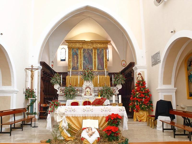 Zona presbiteriale e altare maggiore
